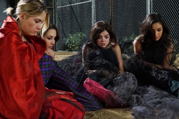 Pretty-Little-Liars-forced-to-sleep-outside
